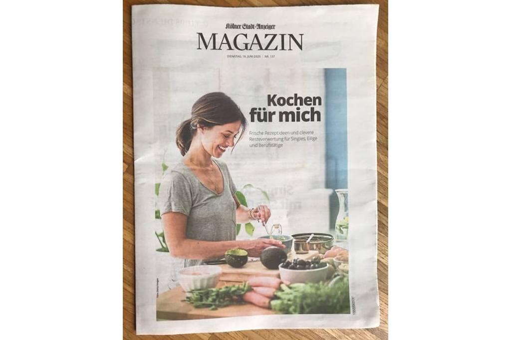 Woman preparing healthy food in her kitchen - MOEF01804