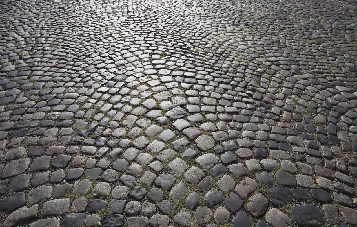 httpswwwwestend61deimages0000198284pwgermany-cologne-cobblestone-street-GWF002117jpg