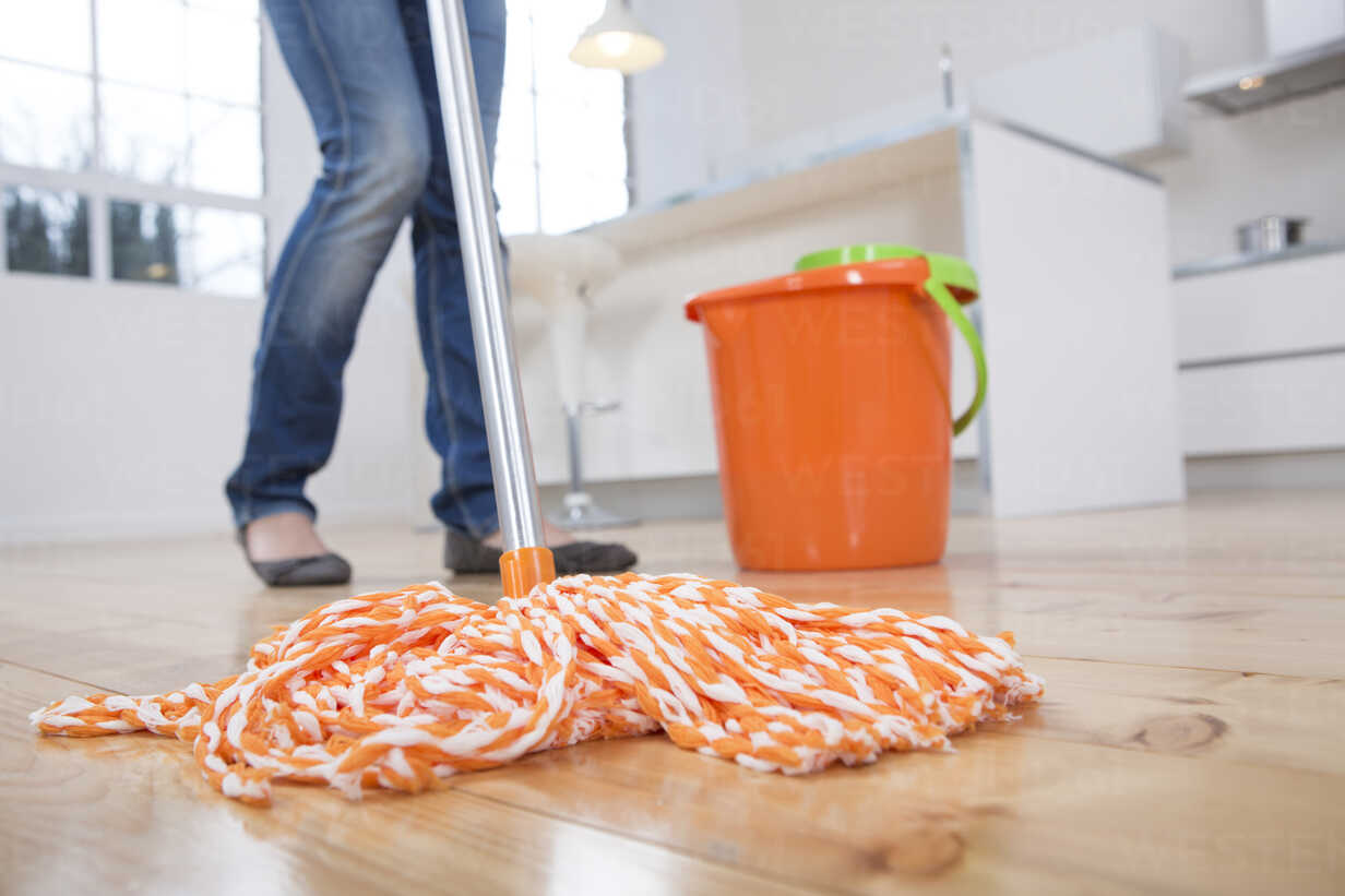 Woman mopping kitchen floor, low section – Stockphoto