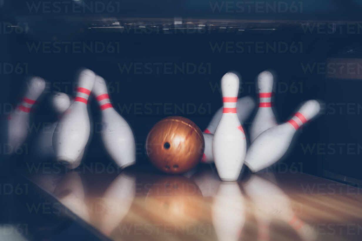 Ten Pin Bowling At Alley, lizenzfreies Stockfoto