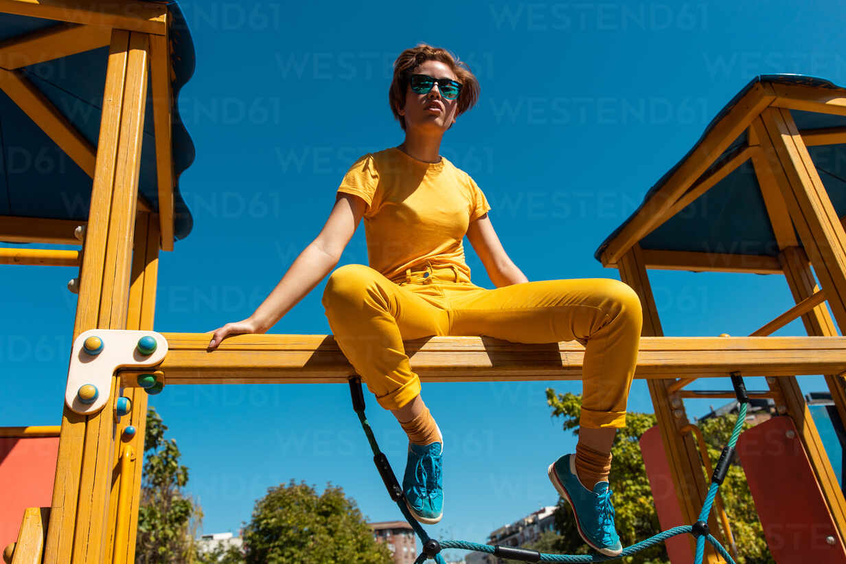 Pants yellow blue shirt with How to